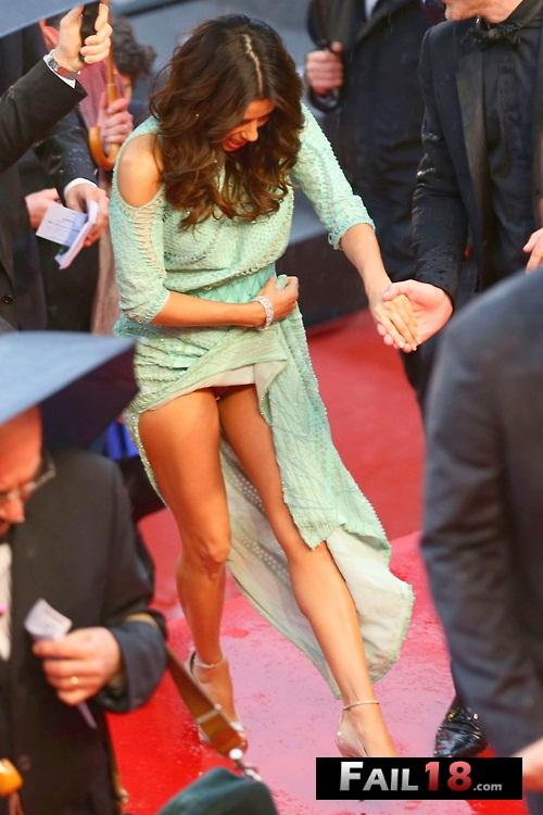Eva Longoria cooter flash Cannes.