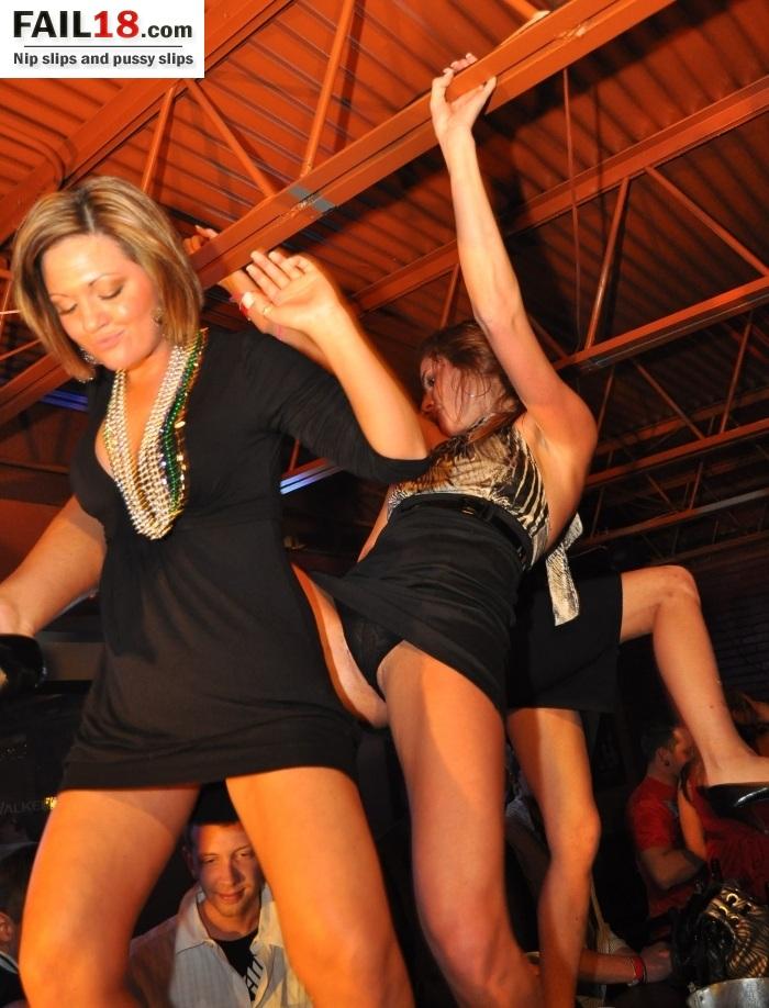 Пьяные женщины светят трусами и колготками на свадьбе